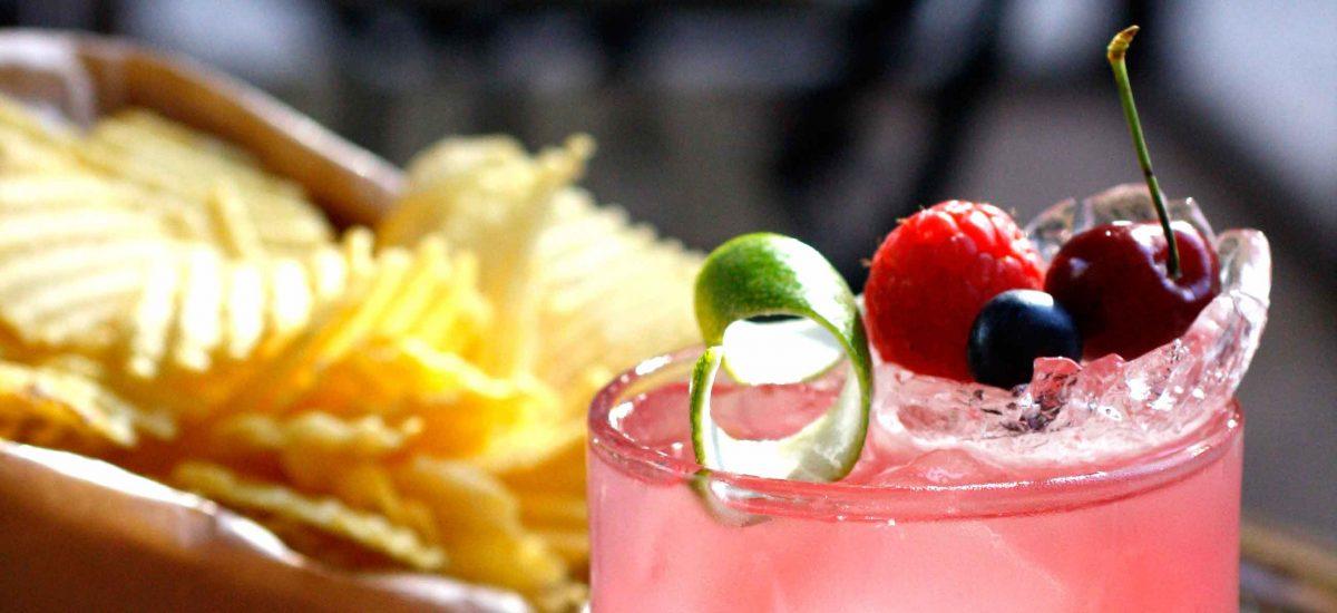 Cocktail e patatine Rustica